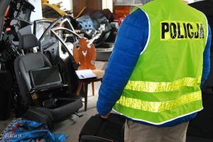 Policja w jednej z dziupli samochodowych